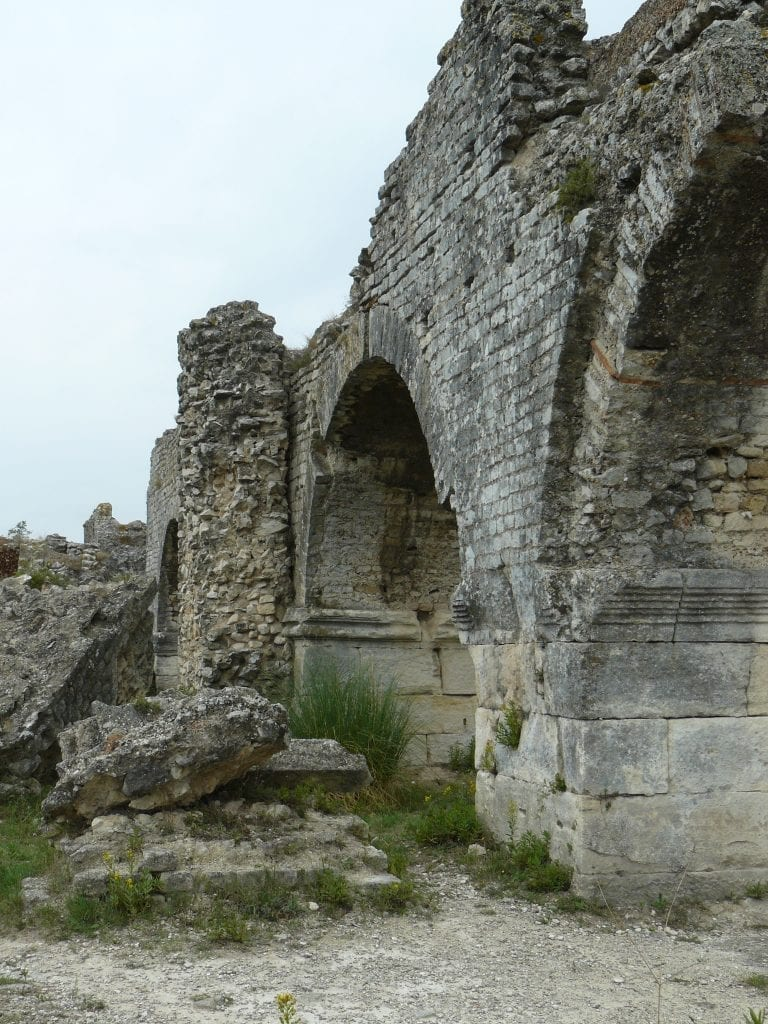 Camperreis Frankrijk: Aqueduc Romain de Barbegal